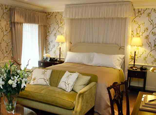 Ellenborough Park Hotel bedroom